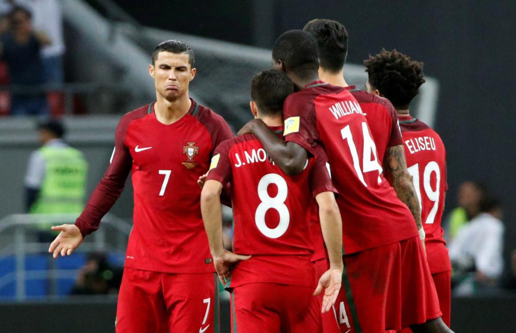 Không được đá Penalty, Ronaldo tỏ thái độ với đồng đội - Bóng Đá
