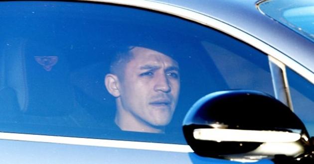 CỰC NÓNG: Sanchez sang Manchester United kiểm tra y tế - Bóng Đá