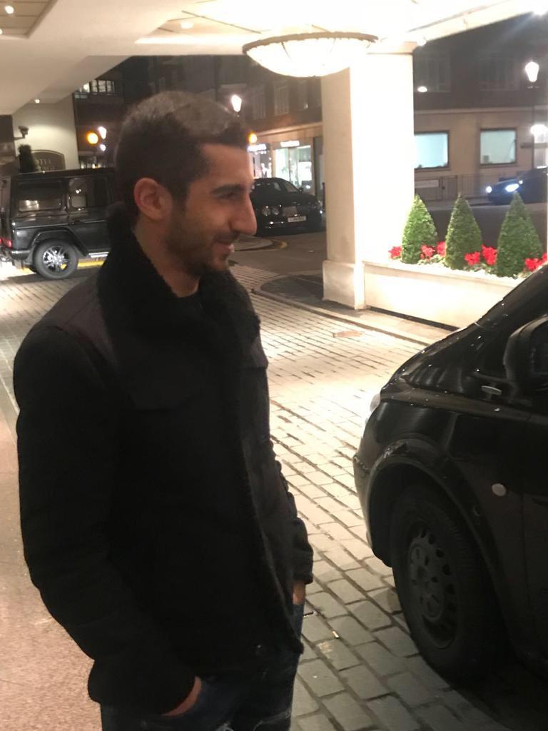 CỰC NÓNG: Mkhitaryan có mặt ở London, ký hợp đồng với Arsenal - Bóng Đá