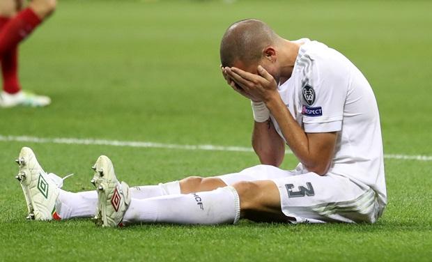 Pepe ăn vạ quá thô thiển. Ảnh: Internet.