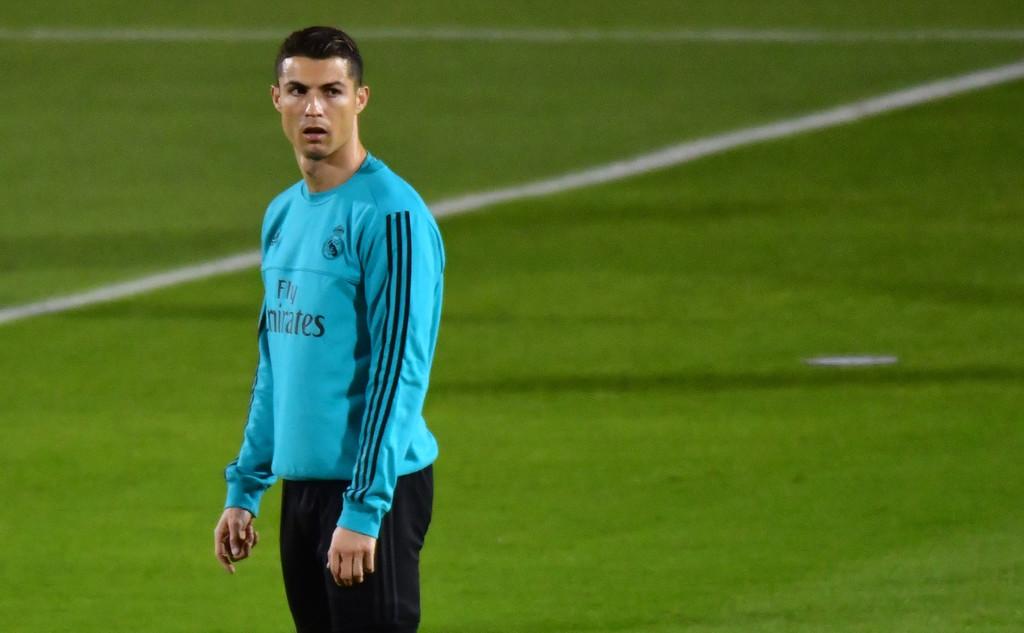 Sao Barca bất ngờ lên tiếng bảo vệ Ronaldo - Bóng Đá