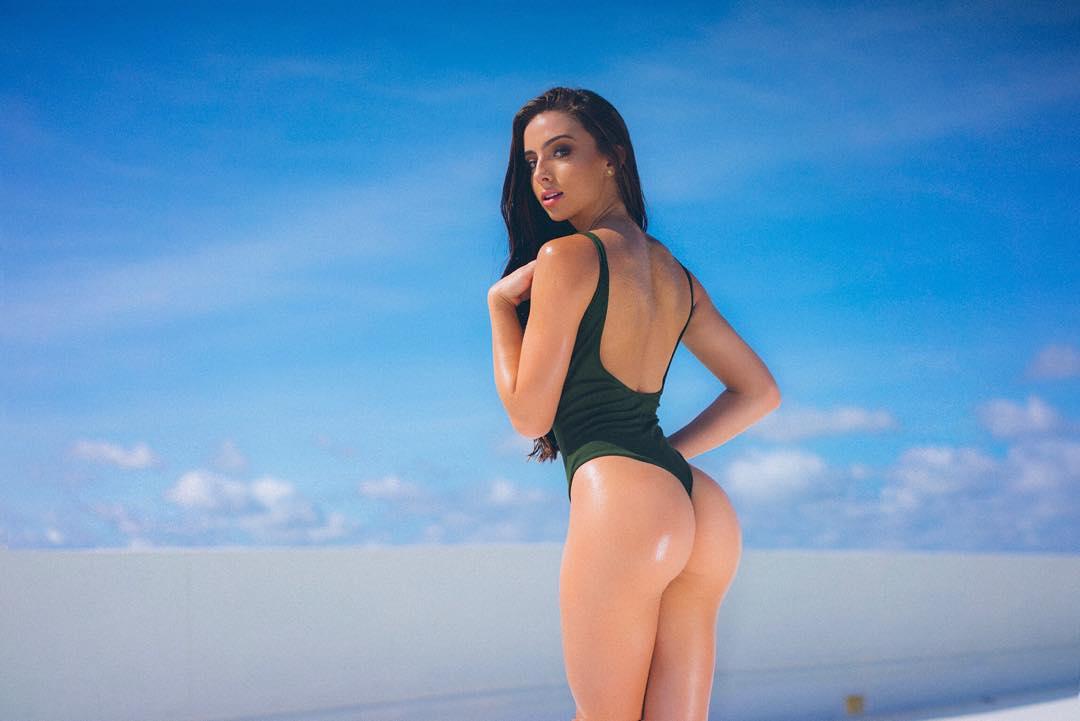 Bruna Lima khoe vòng 3 siêu hấp dẫn
