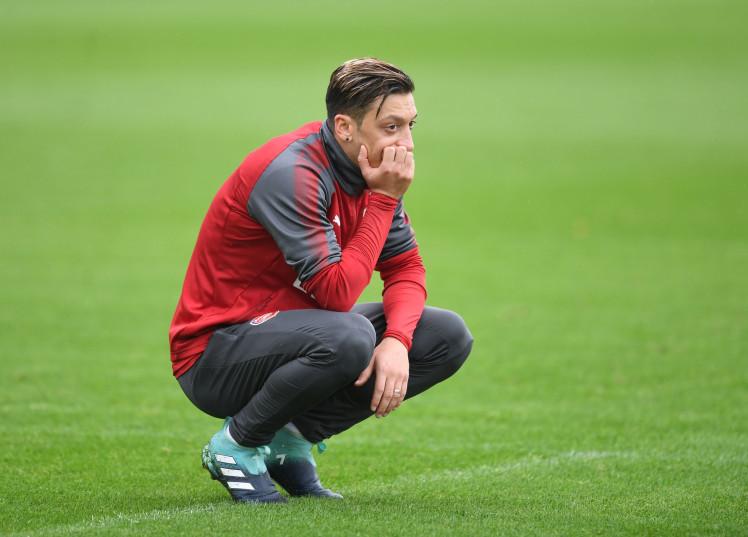 HLV Wenger nói gì trước tin đồn Ozil đến Man Utd? - Bóng Đá