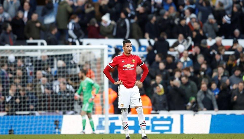 Chấm điểm Man Utd trận thua Newcastle: Smalling vụng về, Pogba hời hợt - Bóng Đá