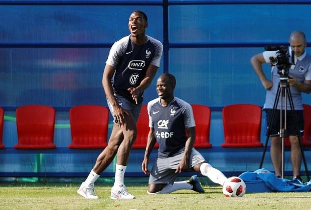 Mặc chỉ trích, Kylian Mbappe vẫn cười tươi - Bóng Đá