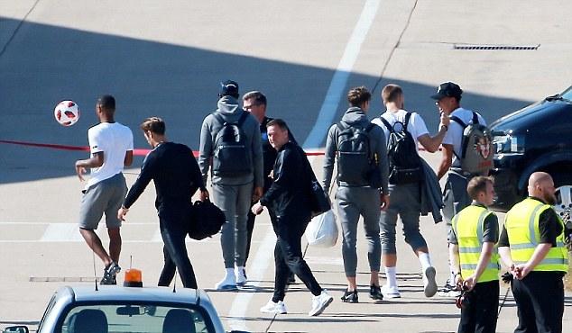 Đội tuyển Anh về nước trong sự yên bình - Bóng Đá