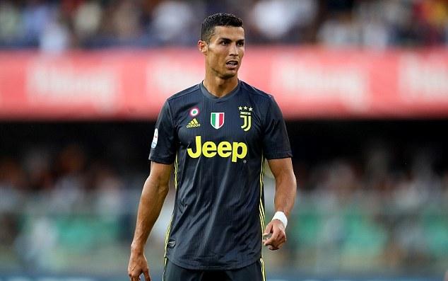 Đại gia đình Ronaldo khoe sắc trong màu áo Juve - Bóng Đá