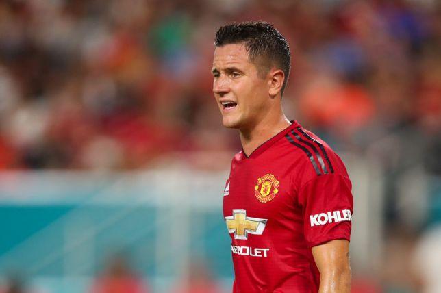 Chậm trễ gia hạn, Man Utd có nguy cơ mất sao ngay trong tháng Giêng - Herrera - Bóng Đá