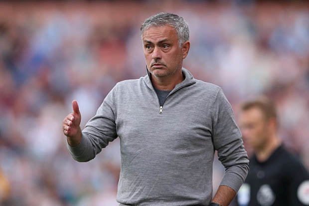 Neville: Man Utd cần 2 cầu thủ để vô địch - Bóng Đá