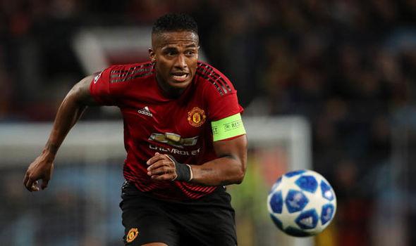 Fan Man Utd nói lời phũ phàng với Valencia - Bóng Đá