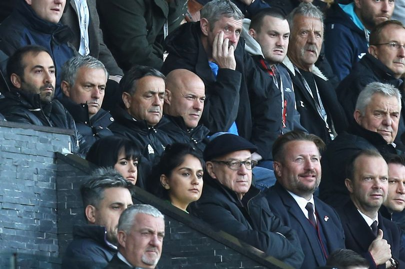 Cử đội tuyển trạch xem trận Benfica - Porto, Man Utd muốn mua ai? - Bóng Đá