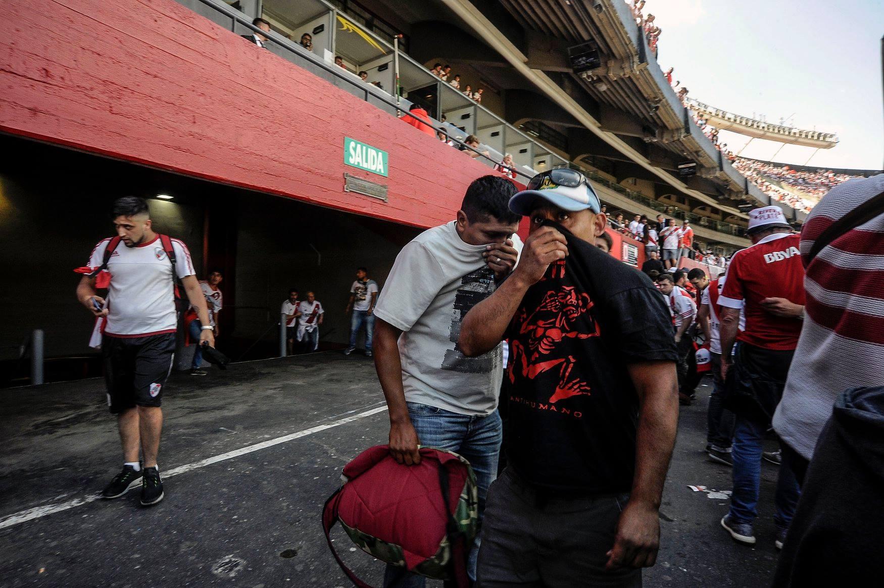 Fans River Palate tấn công Boca - Bóng Đá