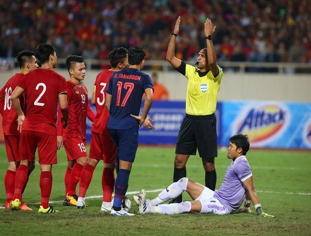 cựu trọng tài Graham Poll nói về bàn thắng của Việt Nam - Bóng Đá