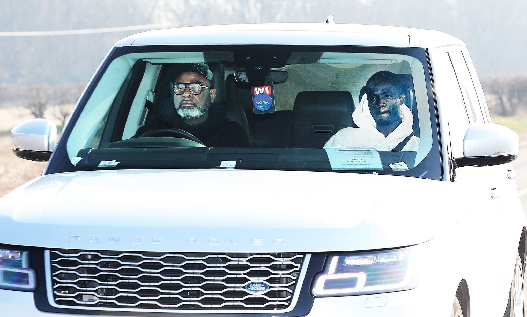 Pictures: Manchester United players arrive at Carrington as Man City preparations begin - Bóng Đá