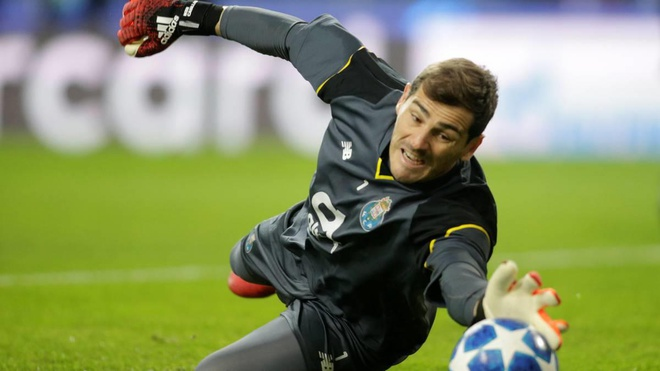 Iker Casillas picks two Manchester United heroes in his greatest ever XI - Bóng Đá