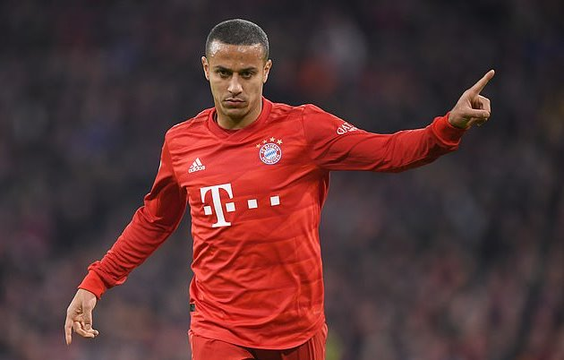 'He is a conductor, he can see all angles': Rio Ferdinand believes Thiago Alcantara would be a 'dream' signing for Liverpool a - Bóng Đá
