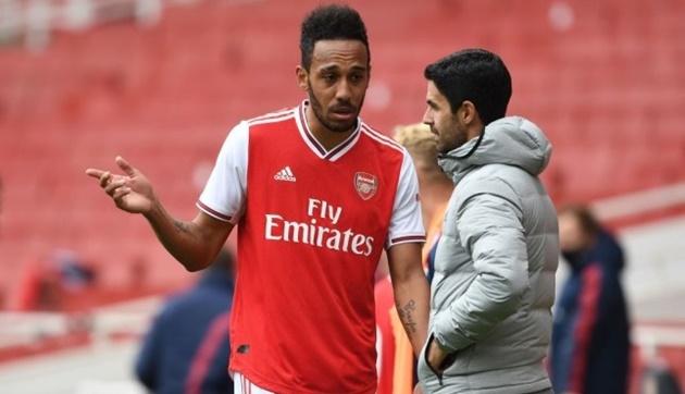 Mikel Arteta has been urged to field Pierre-Emerick Aubameyang as a central striker - Bóng Đá