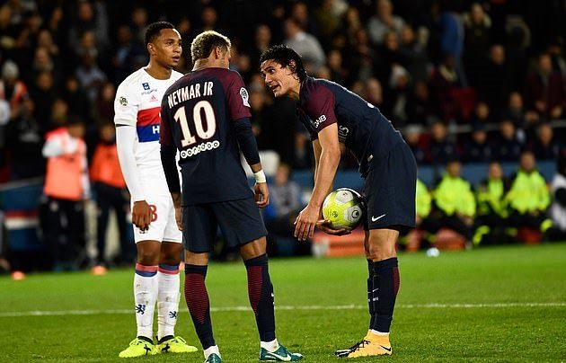 Ronaldo - Tevez, Cavani - Neymar và những lần tranh sút penalty đáng nhớ - Bóng Đá