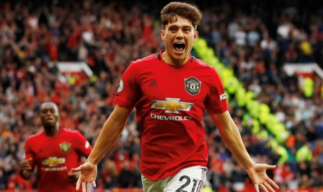 """The new Park Ji-Sung"" – Manchester United fans heap praise on ""outstanding"" James - Bóng Đá"