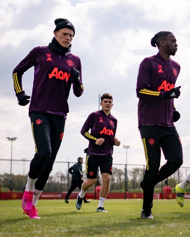 Ảnh tập Man Utd, Phil Jones tái xuất - Bóng Đá