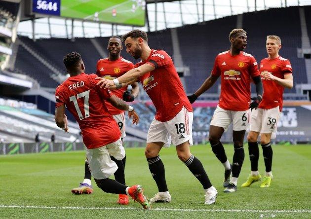 """Embarrassing"" – Manchester United fans brand 28-year-old ""worst midfielder ever seen"""" - Bóng Đá"