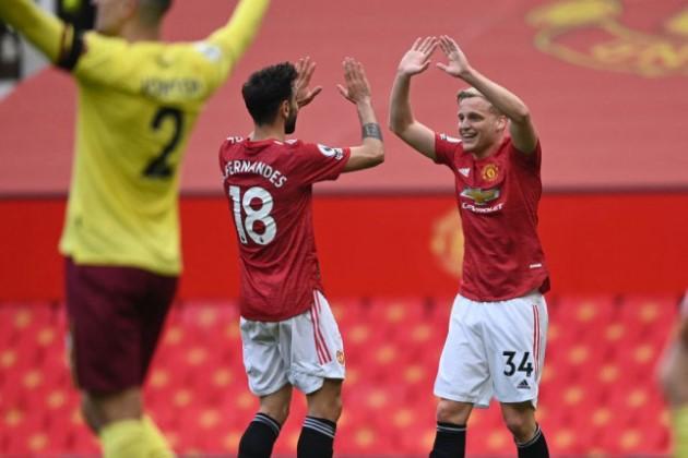 Bruno Fernandes sends message to Manchester United teammate Donny van de Beek after first Premier League assist - Bóng Đá