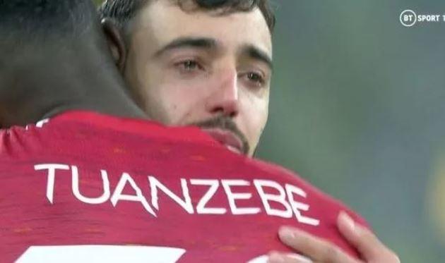 Man Utd star Bruno Fernandes in tears after Villarreal win Europa League on penalties - Bóng Đá