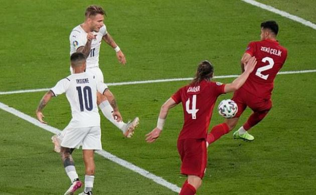 Hậu vệ Juventus phản lưới nhà, 'tặng' Ý bàn thắng đi vào lịch sử EURO - Bóng Đá