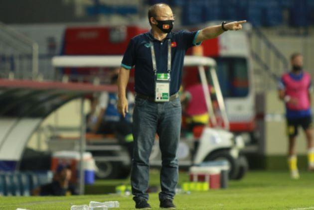 Bị cấm chỉ đạo, HLV Park Hang-seo vẫn có được bí quyết đánh bại UAE - Bóng Đá