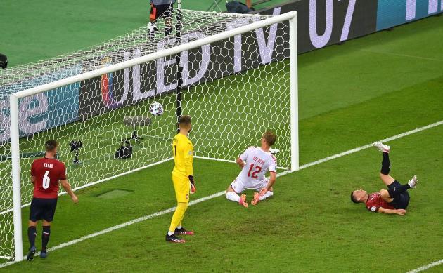 'Quả tạt đẹp mắt nhất EURO 2020' - Bóng Đá