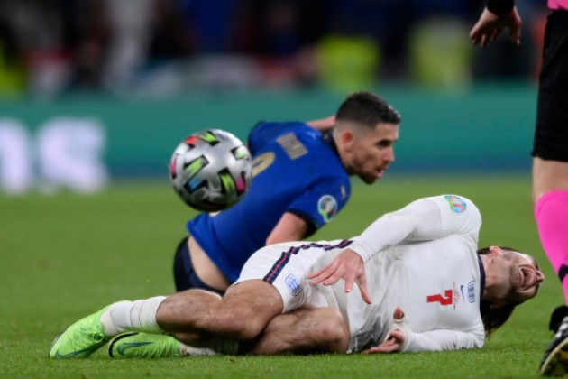 Frank Lampard and Alan Shearer claim Jorginho was lucky to avoid red card for Jack Grealish foul in Euro 2020 final - Bóng Đá