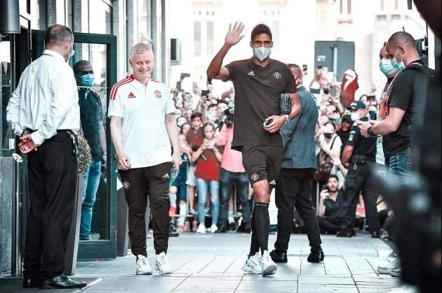 Cười té khói với loạt ảnh chế Man Utd mua Varane - Bóng Đá