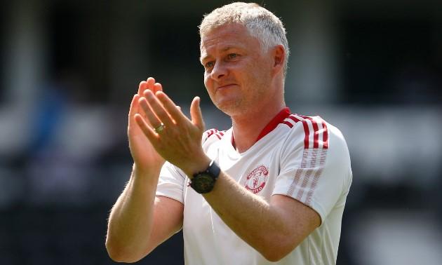 Dimitar Berbatov urges Ole Gunnar Solskjaer to make one more addition to his Manchester United squad this summer - Bóng Đá