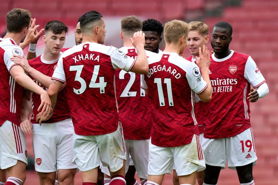 Riyad Mahrez names six clubs who will rival Man City for Premier League title - Bóng Đá