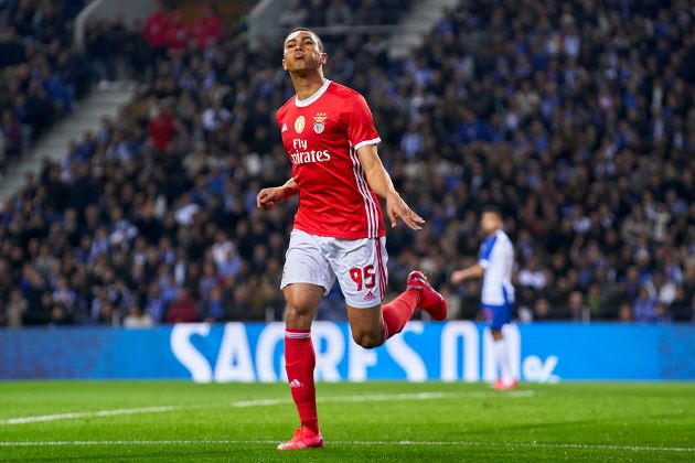 Transfer News: Manchester United send scouts to watch Carlos Vinicius - Bóng Đá
