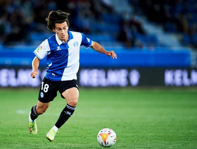 Facundo Pellistri plays role in shock Alaves win over Atletico - Bóng Đá
