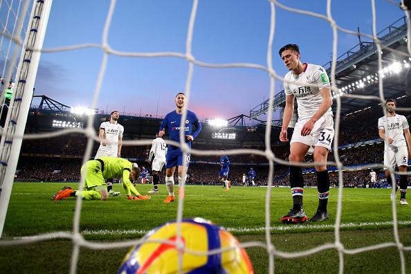 May mắn đồng hành, Chelsea thu hẹp khoảng cách với Liverpool - Bóng Đá
