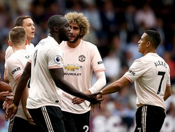 'Vừa đấm vừa xoa' Sanchez, Mourinho có ý đồ gì? - Bóng Đá