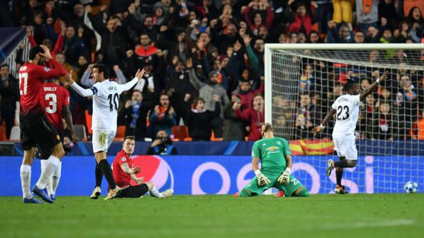 Phil Jones phản lưới nhà, Man United 'chạy trốn' ngôi đầu thành công - Bóng Đá