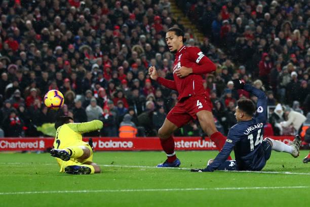 TRỰC TIẾP Liverpool 1-1 Man United: Alisson sai lầm, Quỷ đỏ gỡ hòa (H1) - Bóng Đá