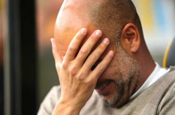 Cận cảnh 2 pha tấu hài trong 1 phút của cặp trung vệ Man City - Bóng Đá