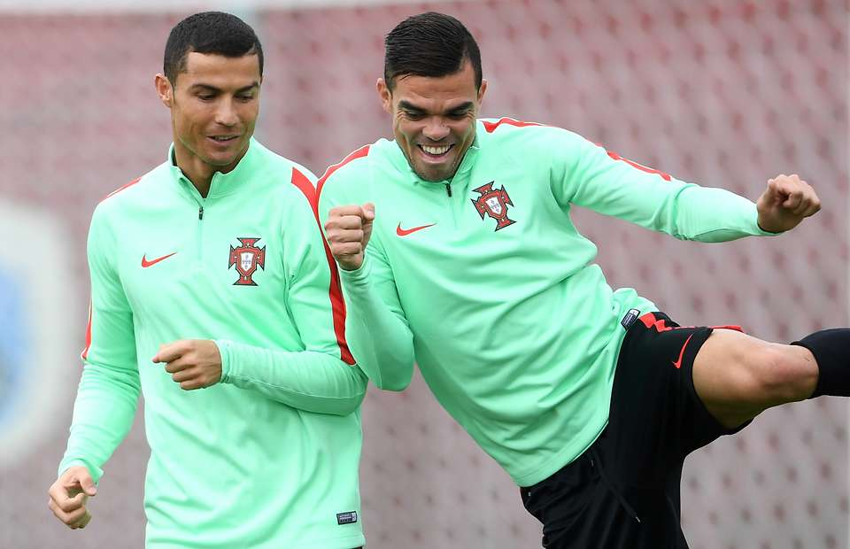 Cristiano Ronaldo is selling his £3.5 million Portugal mansion to Pepe for mates rates - Bóng Đá