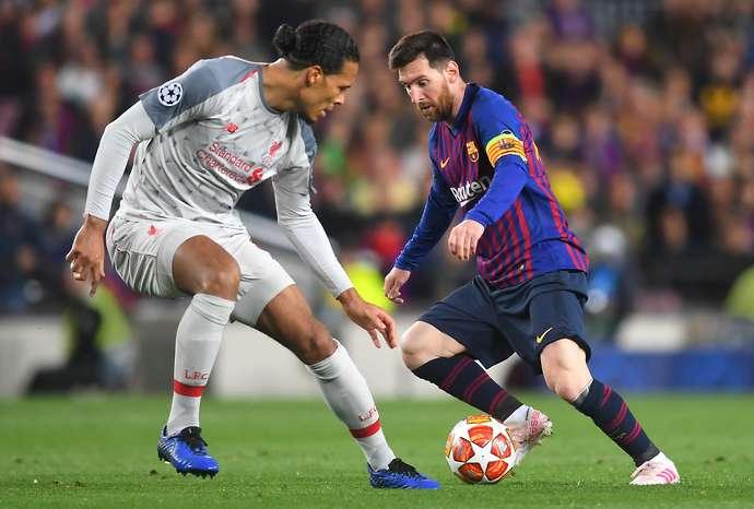 Barcelona fan's video showing Van Dijk isn't a better football than Messi goes viral - Bóng Đá