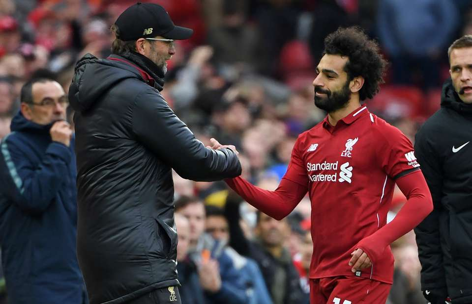 Jurgen Klopp and Mo Salah have a tradition of hugging in the tunnel before matches - Bóng Đá