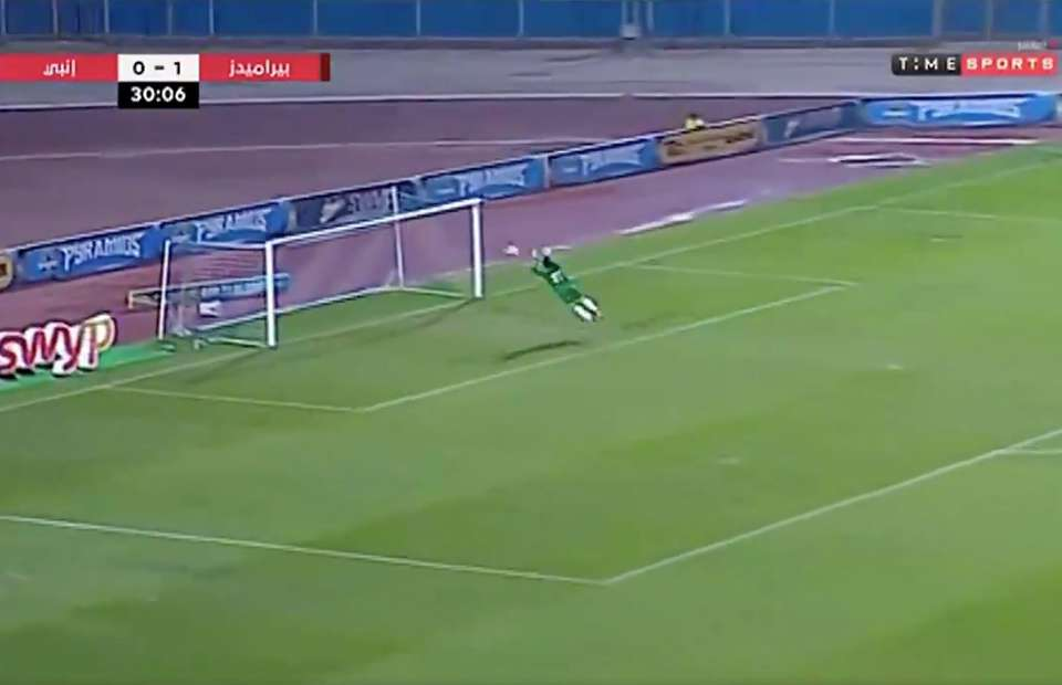Egyptian goalkeeper goes viral for incredible save after heading the ball clear - Bóng Đá