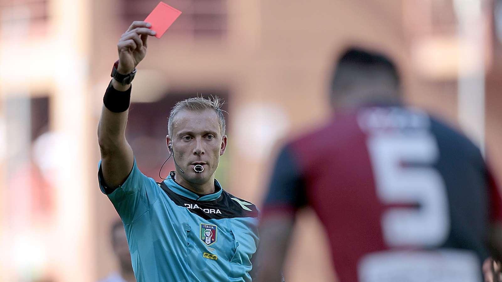 Serie D coach sent off for slapping own player - Bóng Đá