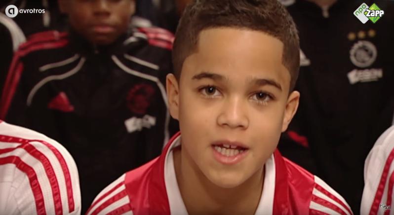 Cầu thủ đẹp trai từ bé - Bóng Đá