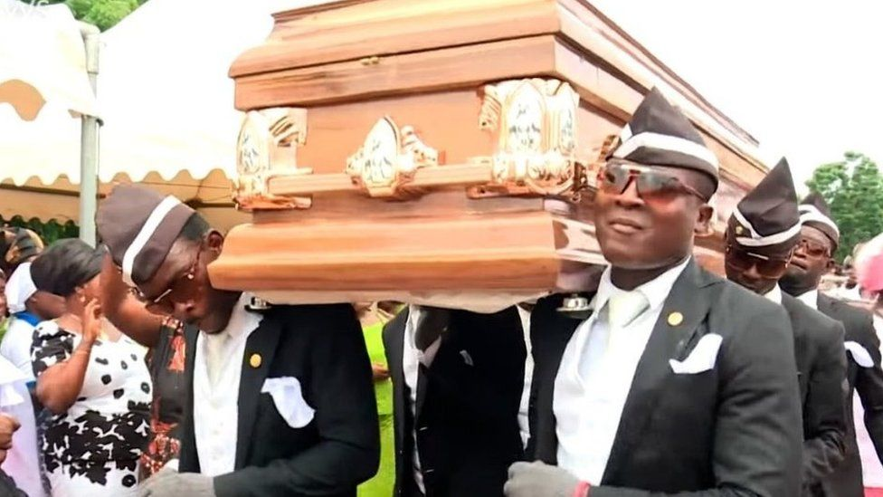 'Coffin dance' pallbearer picks Ronaldinho as the footballer he would like to carry to their grave - Bóng Đá