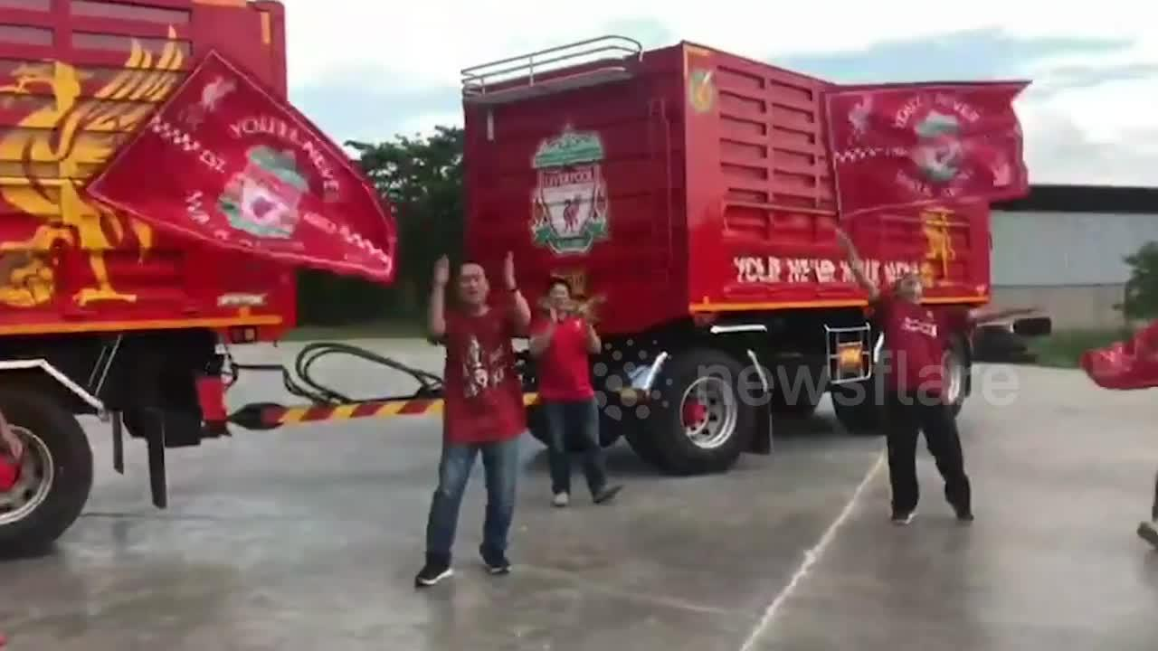 Liverpool Fan Holds Title Parade After Getting Bored Waiting For The Premier League To Restart - Bóng Đá