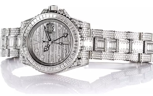 Cristiano Ronaldo Is The Owner Of The Most Expensive Rolex Watch In History - Bóng Đá